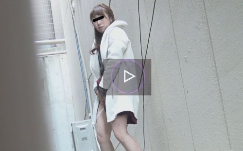 女の子が路地裏で立ションしているところを目撃した動画 3カメ盗撮 路地裏豪快立ちション!!