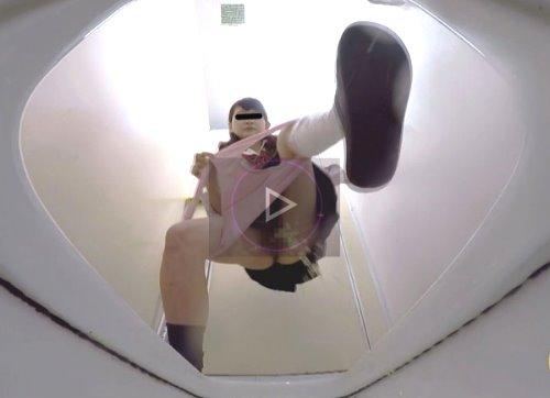 美少女・女子校生がトイレですごい立ションをする動画 女子校生 立ちしょん!PEEPING