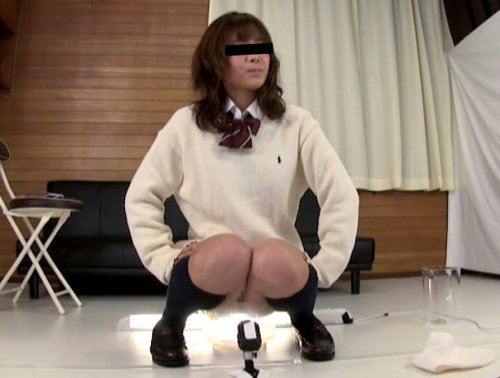女の子が限界まで我慢して大量のおしっこ放尿する動画 T大研究しっこ 排泄実験観察シリーズ21
